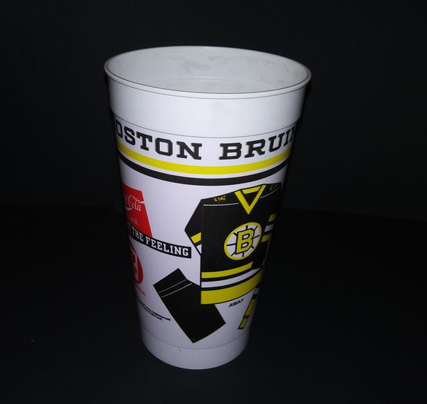 BOSTON BRUINS 1980's SOUVENIR HOCKEY PLASTIC CUP 7/11