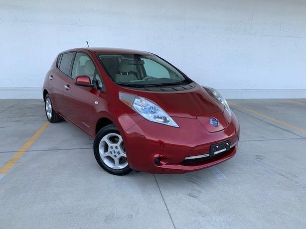2011 Nissan LEAF SV,  Nav, Bluetooth, USB, Say good bye to gas!