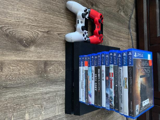 PS4 - 2 Controllers - 14 Games