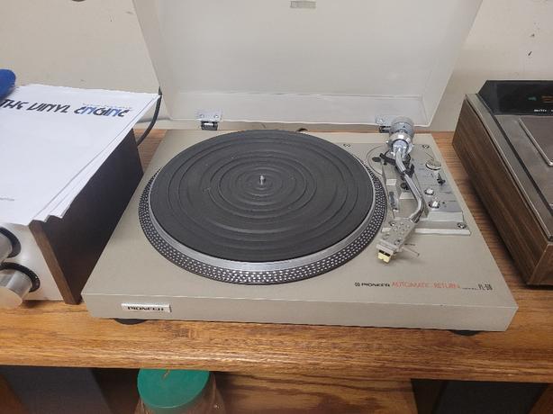 Vintage Dual Turntable