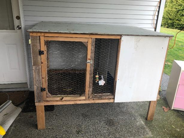 Large Raised Animal Hutch / House