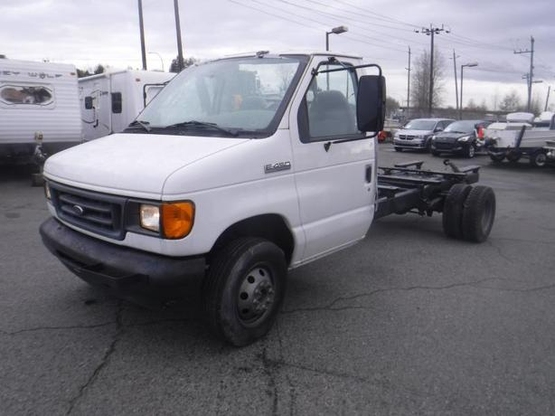 2006 Ford Econoline E-450 Dually Cab and Chassis Diesel