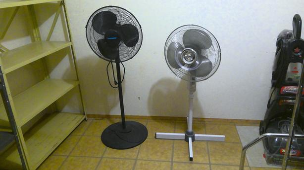 2 oscillating fans