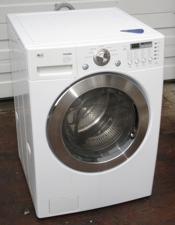 LG Tromm Front Loading washer - Very good condition - Full Size