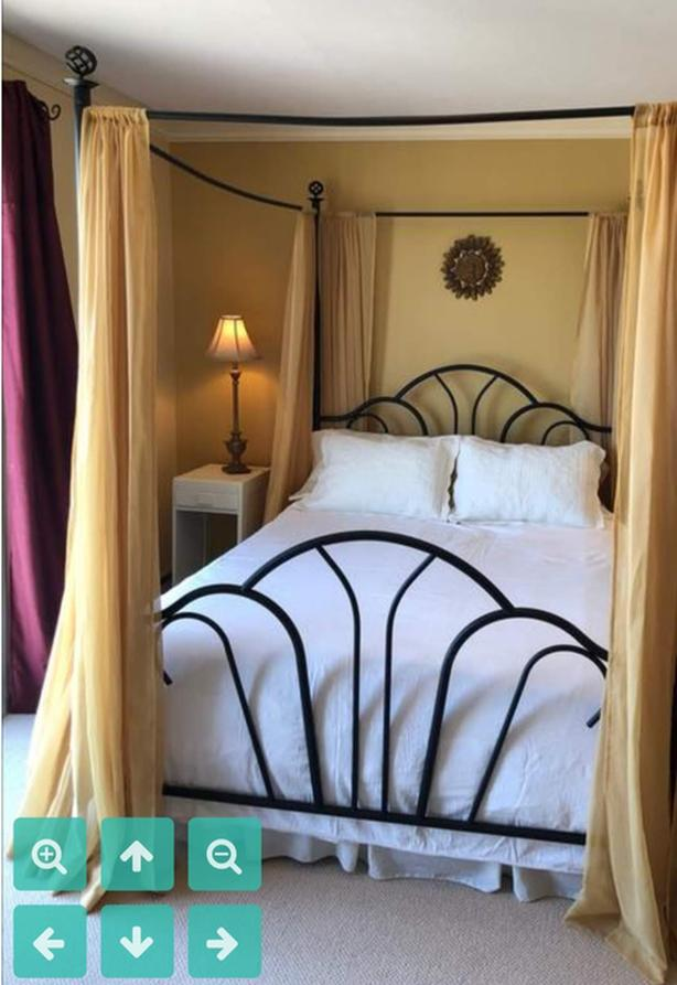 Four Poster w/ Curtains