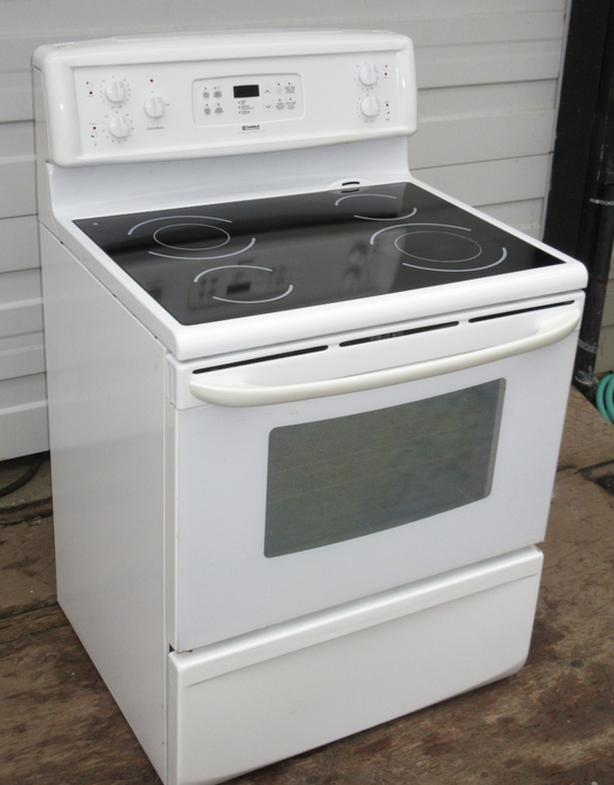 Kenmore Smooth top Stove- Very Good Condition - Self Clean