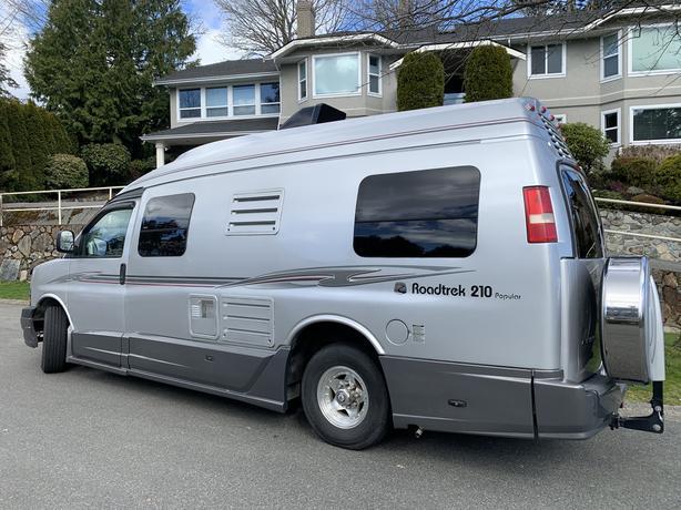 2007 Roadtrek Camper Van 210 Popular - ONLY 29,000 KM's