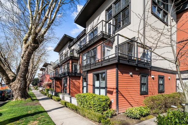 Bright Top Floor Condo Steps to Mayfair Mall