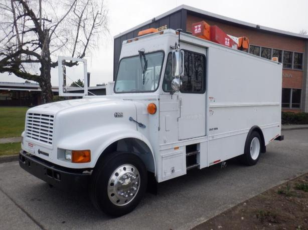 1999 International 4700 T444E Bucket Truck Diesel Air Brakes