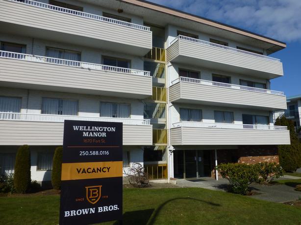 1 bedroom suites at Wellington Manor