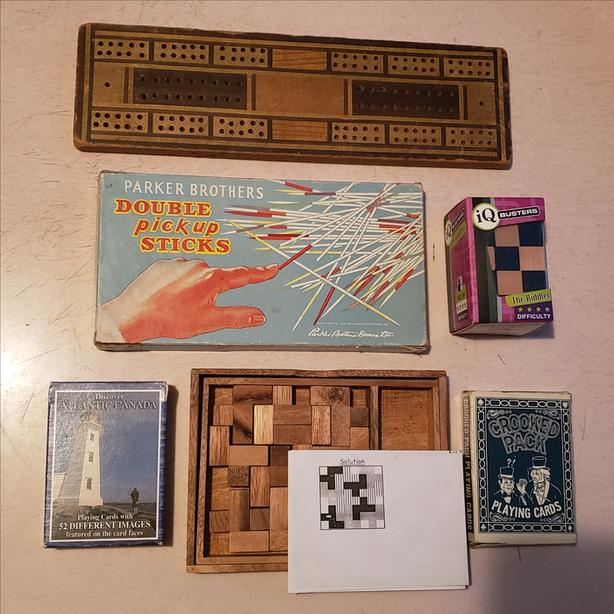 Lot of old games & puzzles