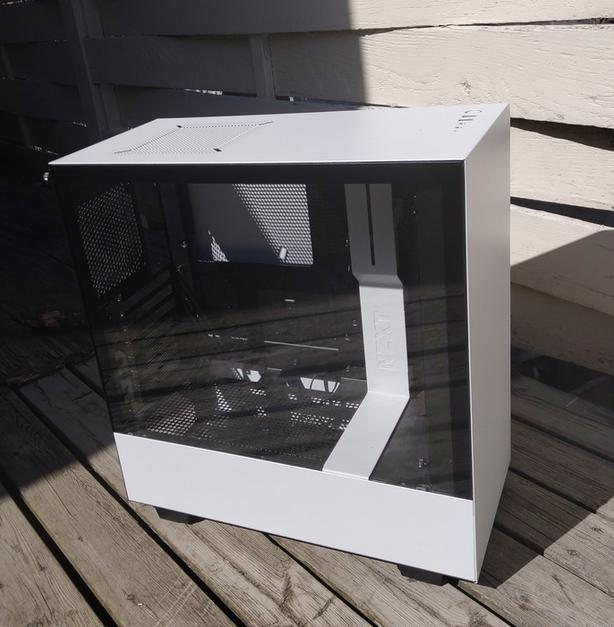 NZXT h500 PC chassis