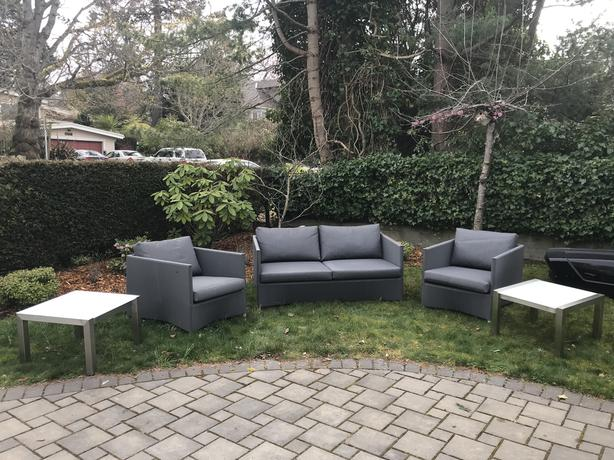 Couch, 2 chairs, 2 end tables