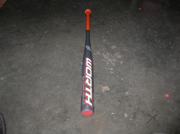 Toxic Worth SGTXA 2 1/4 inch diameter official softball bat.  (262 0904)