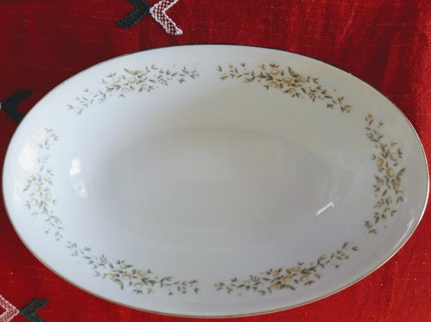 "CROWN VICTORIA 10.5 "" Oval Vegetable Bowl ""Lady Carolyn"""