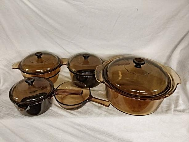SET OF ASSORTED PYREX VESSELS AT STEPTOE LOCAL ONLINE AUCTION