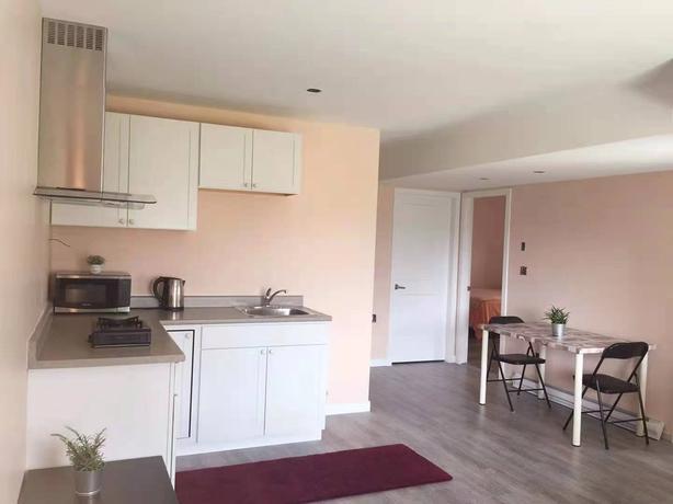 2 bedroom fruniture suite for rent (Colwood)