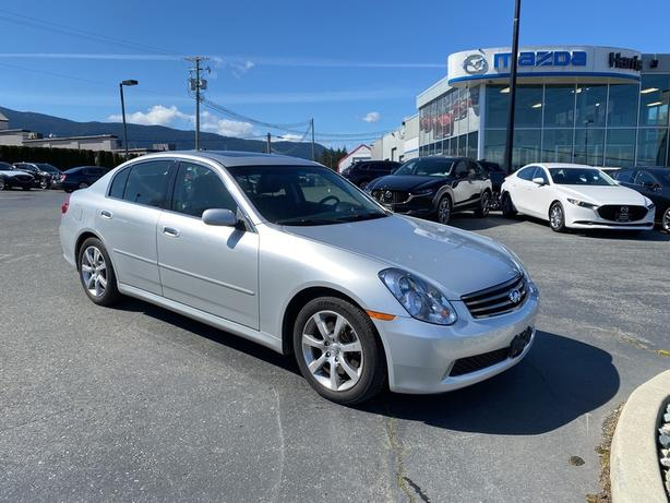 Pre-Owned 2006 INFINITI G35 RWD LUXURIOUS / LOADED / LOW KILOMETRES / CLEAN !!