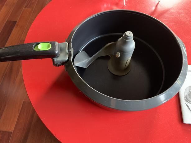 FREE: Ceramic coated pan and Mixing Paddle for Actifry Family