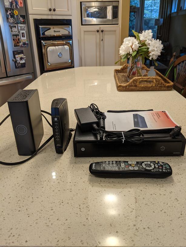 Motorola DCX3510-M HD DVR w/ WD 1TB Expander & Motorola SURFboard Cable Modem