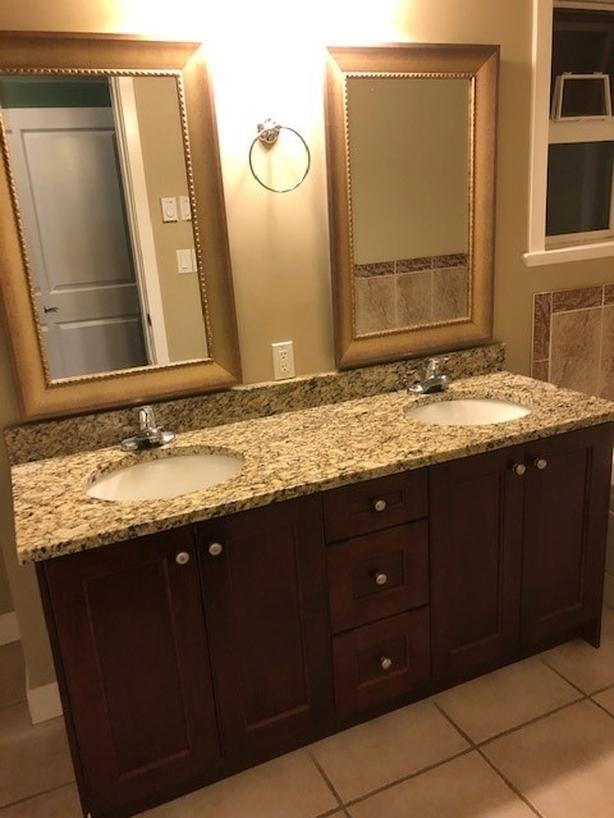 Bathroom Vanity/Granite Countertop/Double Sinks/Light/Mirrors/Toilet
