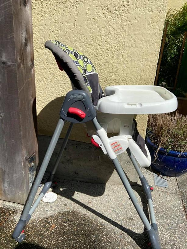 High Chair. Good Condition. Adjustable height. On wheels.
