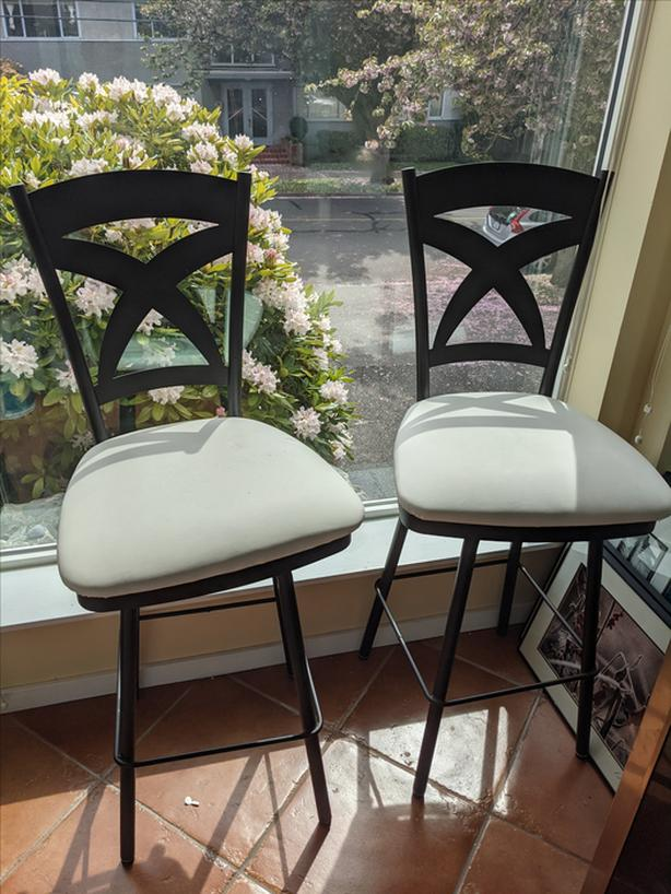 Pair of Canadian made, beautiful bar height chairs! (pickup required)