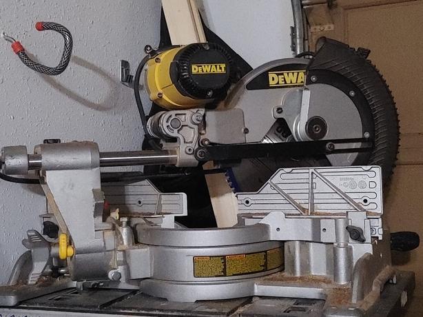 dewalt 12 inch double bevel sliding mitre saw