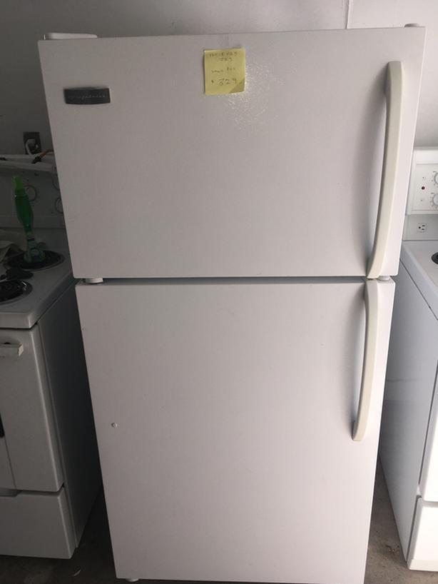 White 15 cu ft Frigidaire frostless refrigerator