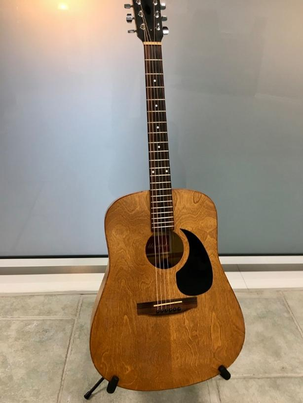 vintage Minstrel Acoustic guitar wild cherry 6