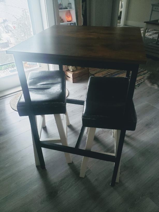Bistro Bar Table w stools