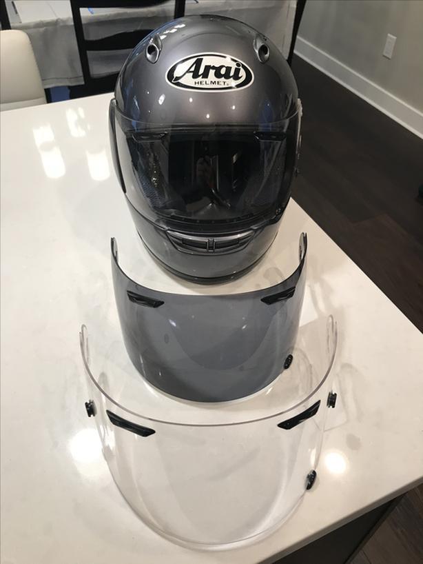 Med. ARAI helmet (3 visors!)