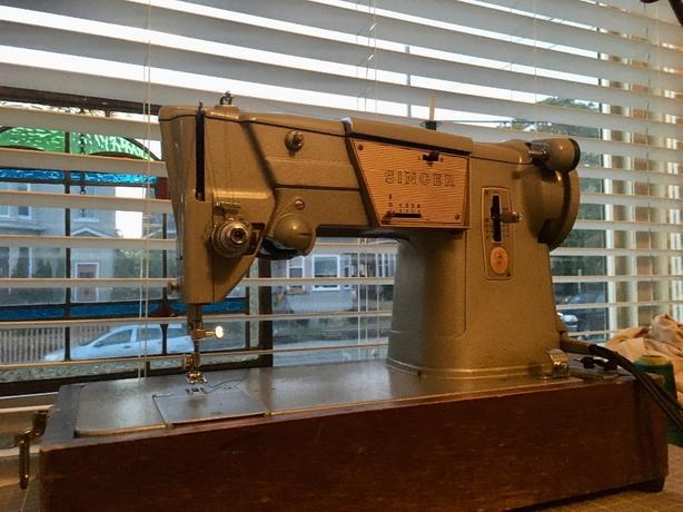 Singer 328 Zigzag/Straight Stitch Sewing Machine