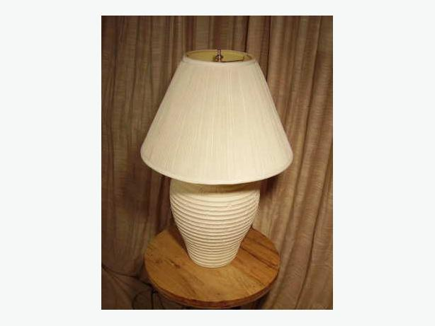 TABLE LAMP tri-lite ceramic base