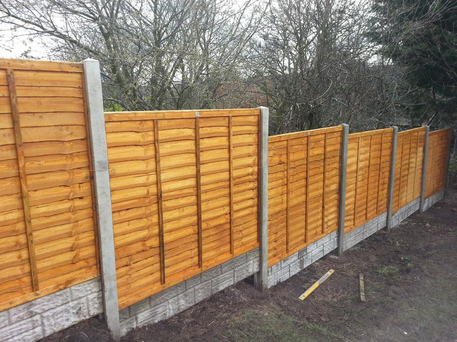 6 Bays Feather Edge Supplied And Fitted Fencing 38ft