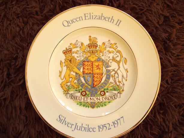 QUEEN ELIZABETH II PLATE