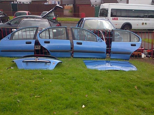 Rover 25 BREAKING doors bumpers , boot, wings and more