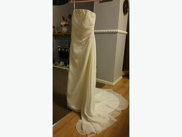 white size 10 essence wedding dress with veil