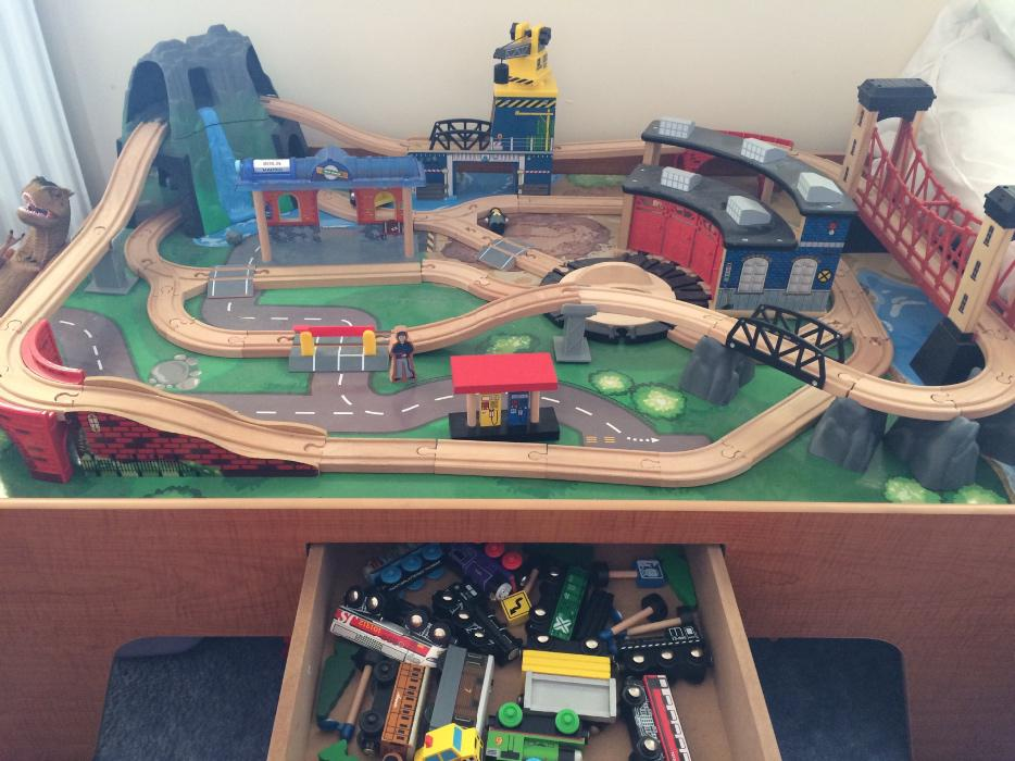Toy R Us Mountain Rock Train Table Dudley Sandwell