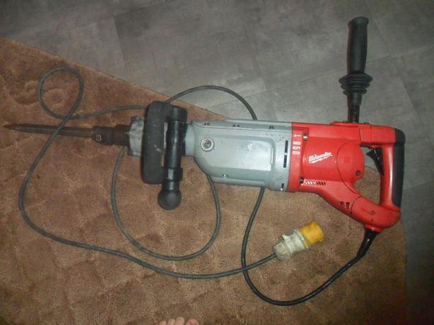  Log In needed £350 · Milwaukee Kango 950K Large In-Line Rotary Hammer