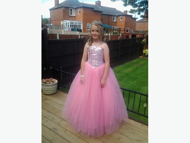 pretty pink prom dress age 11-14 Rowley Regis, Wolverhampton