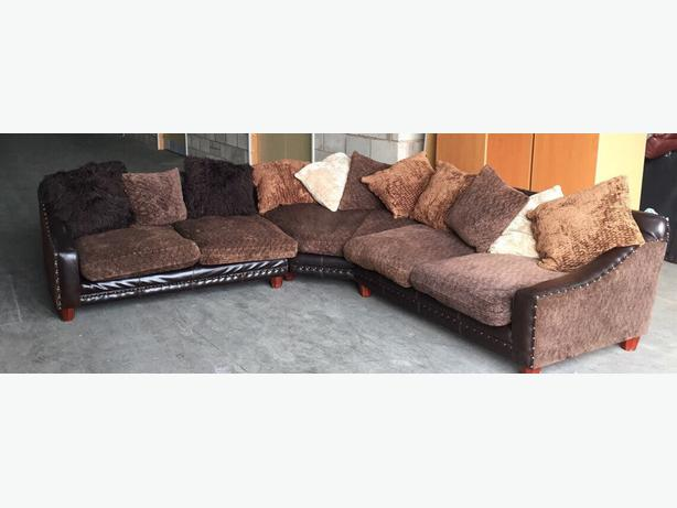 We deliver uk vintage tetrad half leather studded sofa for Leather studded couch