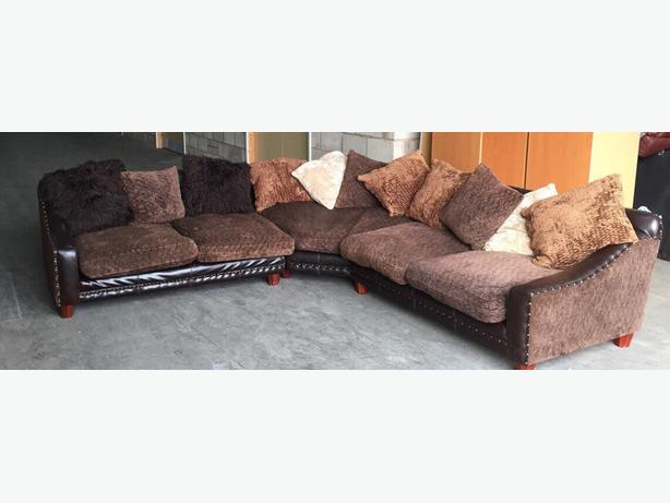 We deliver uk vintage tetrad half leather studded sofa for Studded sofa sets