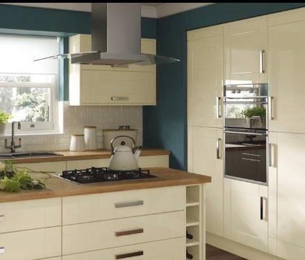 7 piece kitchen units cream gloss shaker brand new for Black kitchen carcasses