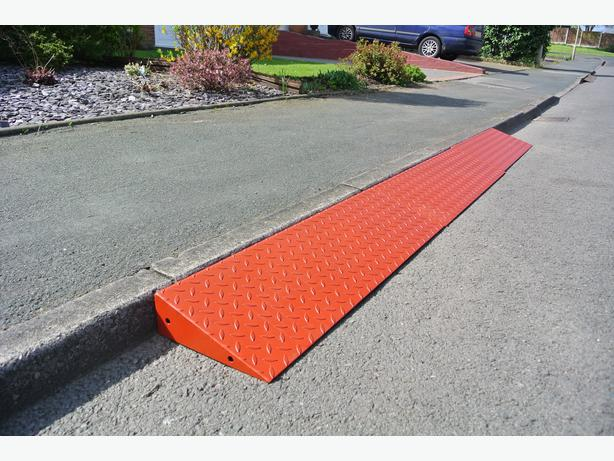 Extendable Portable kerb Ramp use for cars, motor homes, caravans, trailers