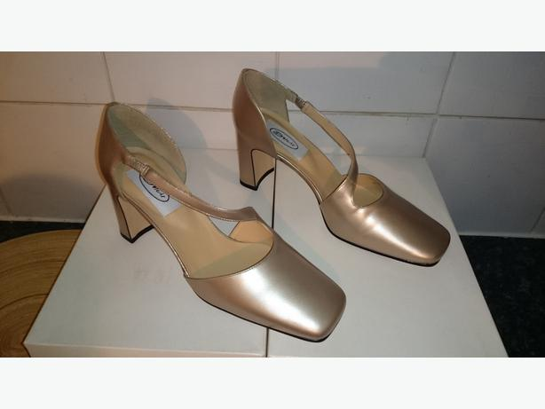 NEW LADIES SHOES - GRADUATE - CLOSED TOE CROSS STRAP COURT - SIZE 6