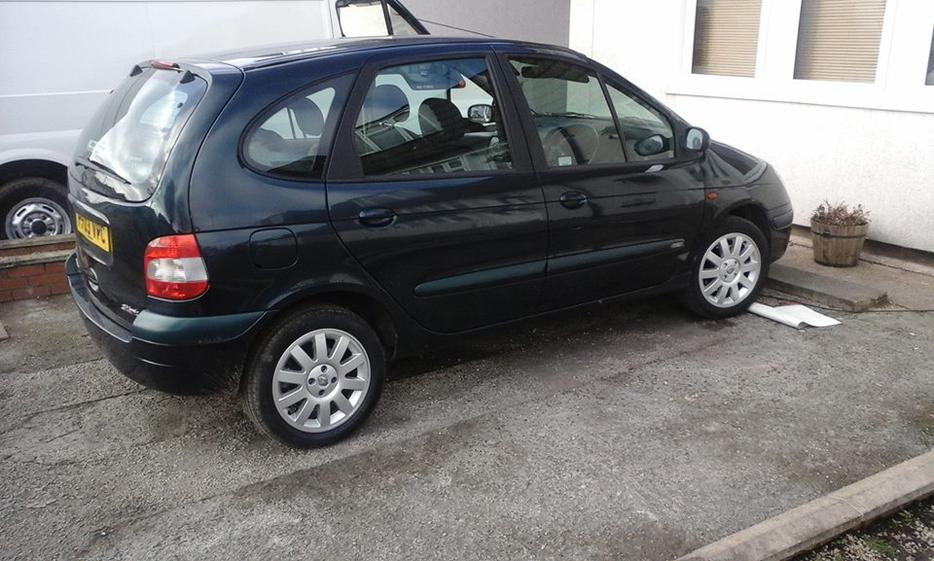 renault megane scenic fidji 16v auto 1 6 petrol 03 plate dudley dudley. Black Bedroom Furniture Sets. Home Design Ideas