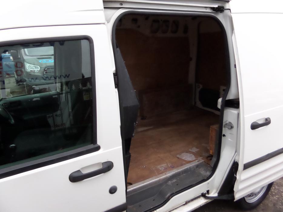 04 plate ford transit connect l210 long wheel base high roof 1 8 petrol van aldridge walsall. Black Bedroom Furniture Sets. Home Design Ideas