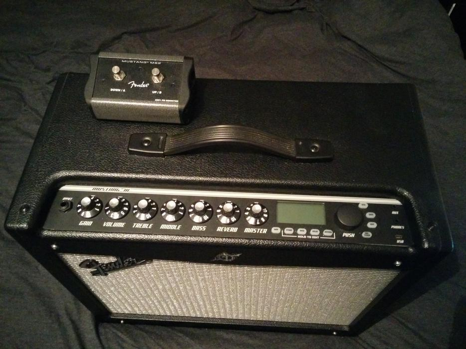 mint condition fender mustang iii v 2 guitar amp footswitch for 180 o n o wolverhampton dudley. Black Bedroom Furniture Sets. Home Design Ideas