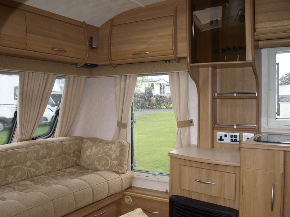 Coachman Lazer 6404 Luxury Tour Caravanfixed BedL Shape